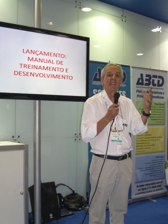 O Presidente da ABTD, Vanderlei Cozzo, anuncia o lançamento no CONARH 2013 em São Paulo
